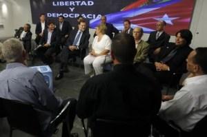 rajoy-con-disidentes-cubanos-en-la-sede-del-partido-popular-781058