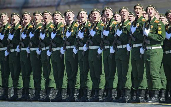 Defensa en Dolmatovia Desfilesoldados