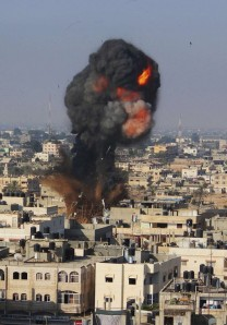 Ataque-aéreo-israelí-en-Rafah-al-sur-de-la-Franja-de-Gaza.-Reutes-580x833