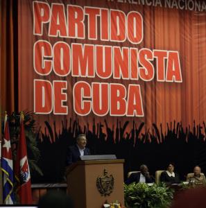 El General de Ejército Raúl Castro Ruz (centro), Presidente de los Consejos de Estado y de Ministros, durante la clausura de la Primera Conferencia Nacional del Partido Comunista de Cuba (PCC), en el Palacio de Convenciones, La Habana, el 29 de enero de 2012. AIN FOTO/Ismael FRANCISCO/CUBADEBATE/are